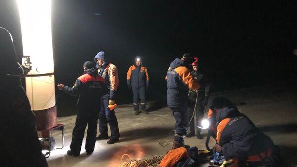 Машина провалилась под лед в Надеждинском районе приморского края. 24 декабря 2018