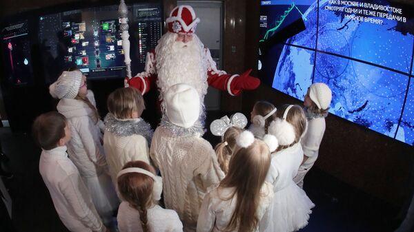 Всероссийский Дед Мороз во время посещения Останкинской телебашни. 24 декабря 2018