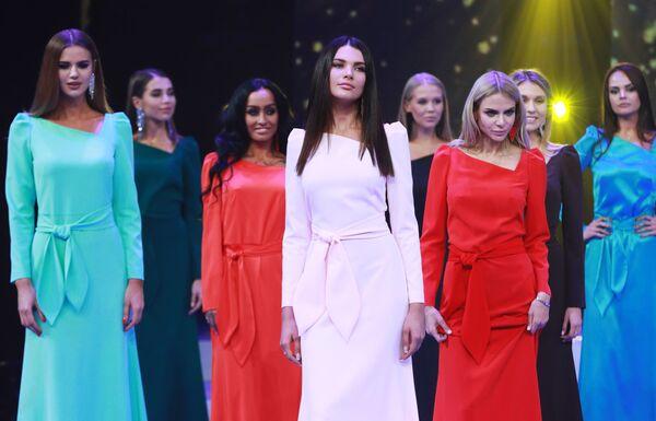 Участницы конкурса красоты Мисс Москва 2018. В центре: Алеся Семеренко