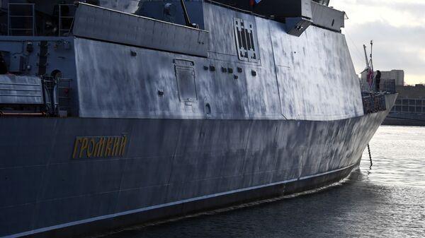Подъем Андреевского флага на корвете Громкий