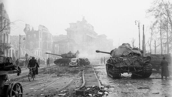 Последние бои за Берлин возле Рейхстага. Май 1945 года