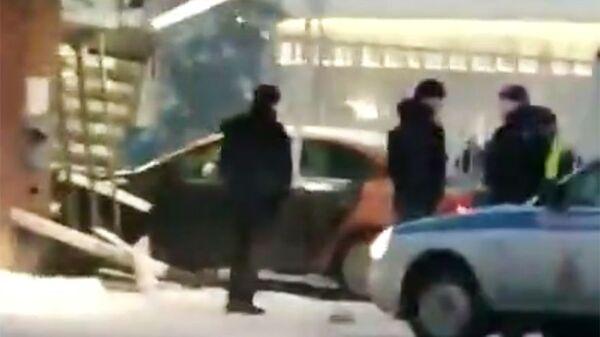 Стоп-кадр видео очевидца аварии на КПП аэропорта Домодедово