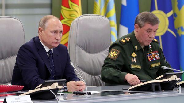 Президент РФ Владимир Путин и начальник Генерального штаба Вооруженных сил РФ