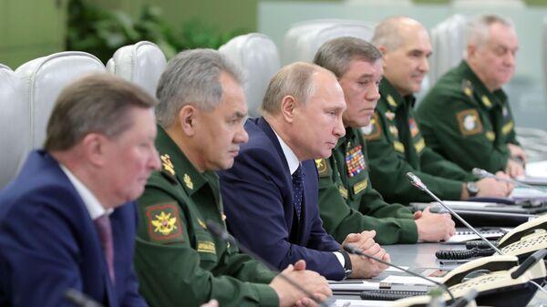 Президент РФ Владимир Путин в Национальном центре управления обороной РФ