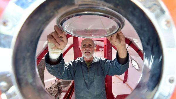 72-летний Жан-Жак Савен из Франции планирует пересечь Атлантический океан в большой деревянной бочке