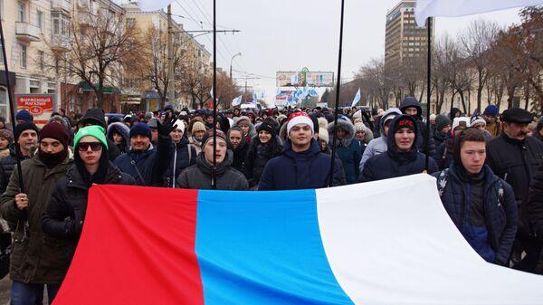Участники марша Донбасс непокорённый в Луганске