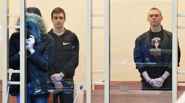 Обвиняемые в создании ячейки экстремистской организации, осквернении памятников, изготовлении бомбы и убийстве бездомного на оглашение приговора в Челябинском областном суде