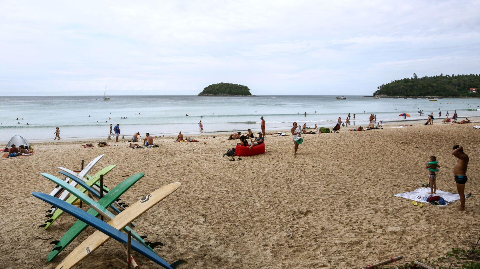 Отдыхающие на пляже Ката на острове Пхукет - РИА Новости, 1920, 27.01.2021