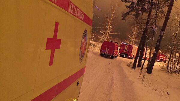 Колонна спецтехники направляется к месту пожара на газопроводе в Серпуховском районе Московской области
