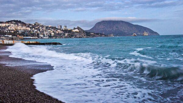 Побережье Черного моря и гора Аю-Даг в Гурзуфе
