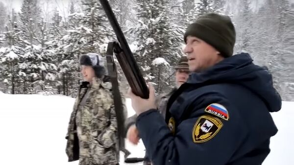 Стоп-кадр видео с участием губернатора Иркутской области Сергея Левченко во время охоты