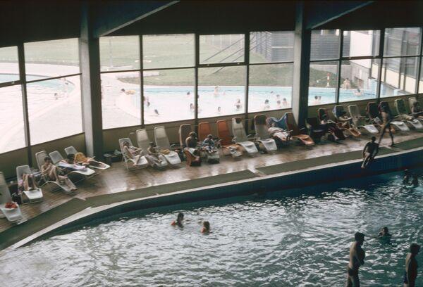 Плавательный бассейн в гостинице на перевале Энвалира. Курорт Сольдеу. Андорра