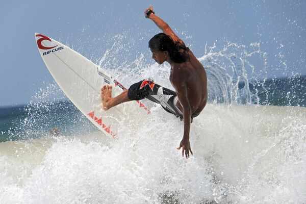 Серфинг у побережья острова Бали