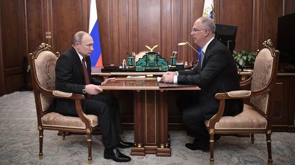 Президент РФ Владимир Путин и генеральный директор РФПИ Кирилл Дмитриев