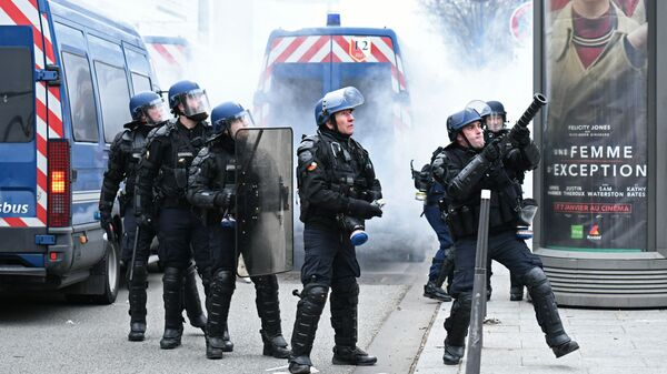 Сотрудники правоохранительных органов в Париже