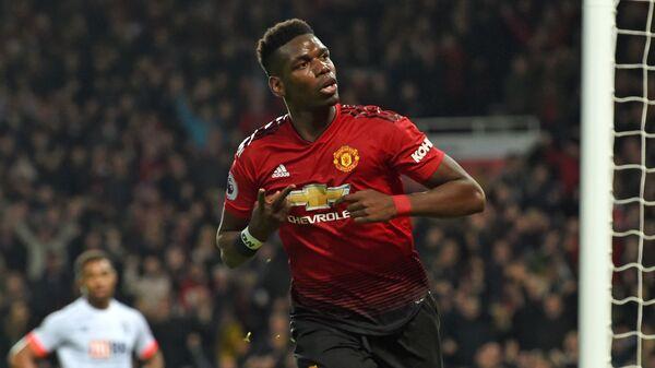Полузащитник Манчестер Юнайтед Поль Погба радуется забитому мячу