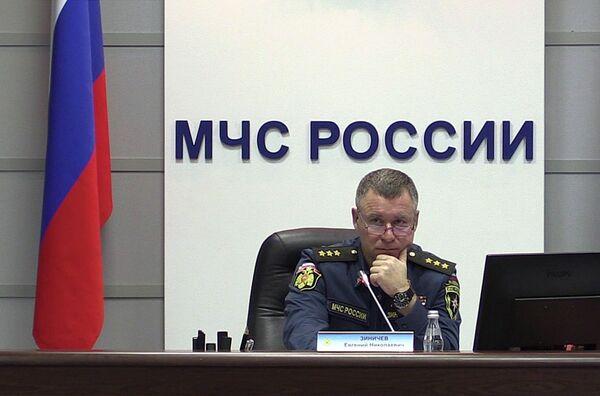 Министр МЧС Евгений Зиничев провел селекторное совещание из-за обрушения подъезда в жилом доме в Магнитогорске. 31 декабря 2018