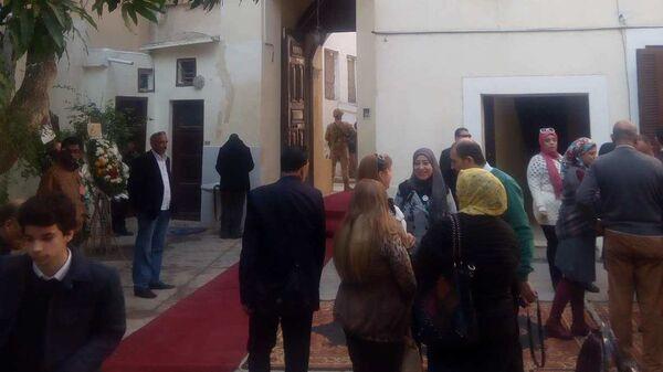 Прихожане и гости из числа местных политиков и мусульман греко-православной церкови в городе Думьят в Египте