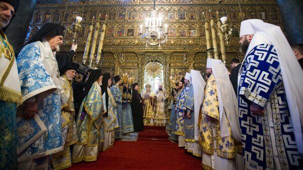 Вселенский Патриарх Варфоломей и митрополит Епифаний на службе в соборе Святого Георгия в Стамбуле