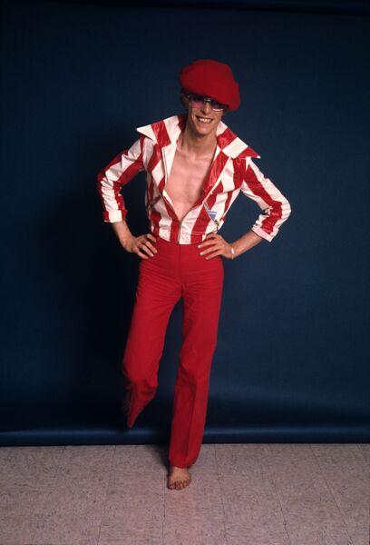 Стив Шапиро. Дэвид Боуи. Красные полосы. Лос-Анджелес, 1974