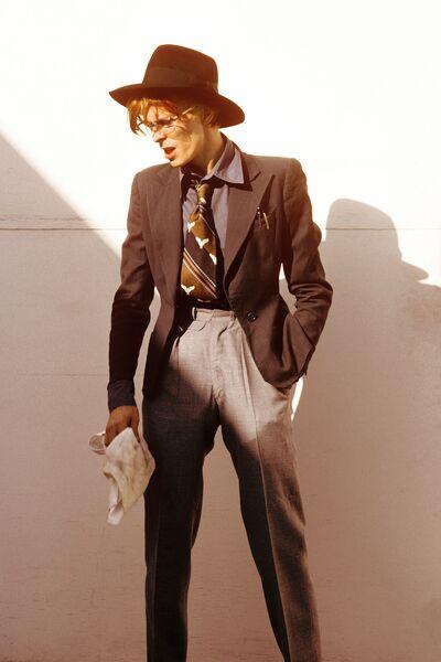 Стив Шапиро. Дэвид Боуи со шляпой. Лос-Анджелес, 1974