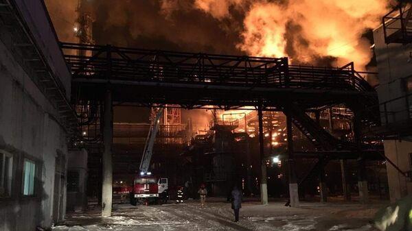 На месте пожара на нефтехимическом заводе в Ивано-Франковской области, Украина