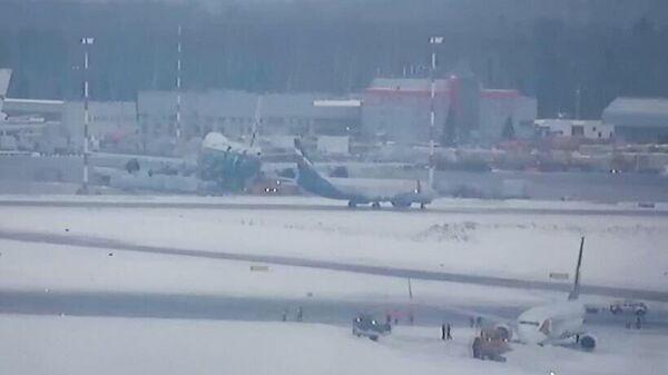Самолет выкатился за пределы взлетной полосы в аэропорту Шереметьево. 13 января 2019