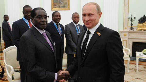 Президент Российской Федерации Владимир Путин и президент Республики Зимбабве Роберт Мугабе во время встречи в Кремле