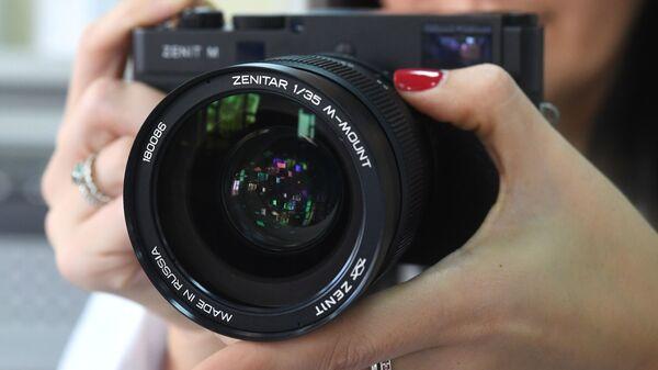 Новый отечественный цифровой фотоаппарат Зенит-М. Архивное фото