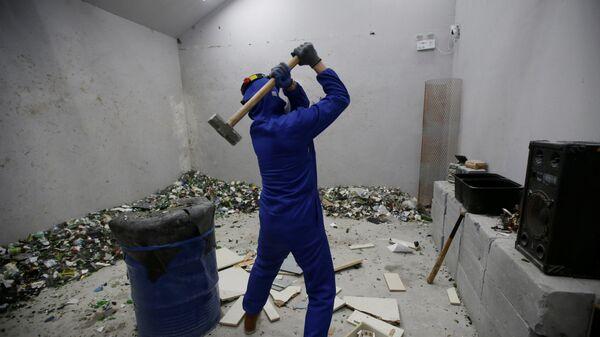 Посетитель в комнате гнева в Пекине