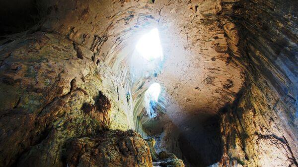 Пещера Проходна, Болгария