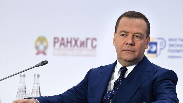 Председатель правительства РФ Дмитрий Медведев посетил Х Гайдаровский форум