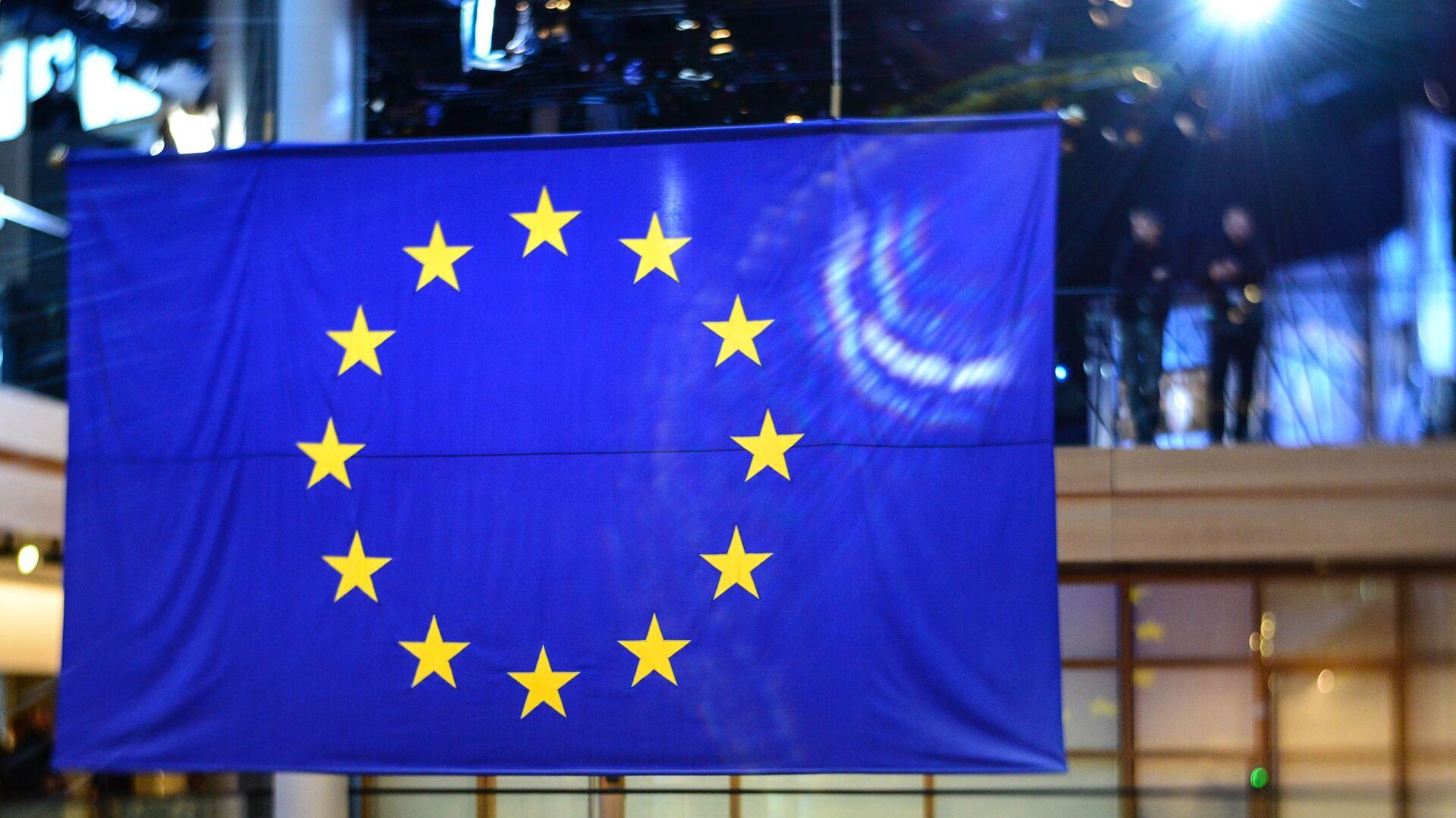 Флаг ЕС в здании Европейского парламента в Страсбурге - РИА Новости, 1920, 26.02.2021