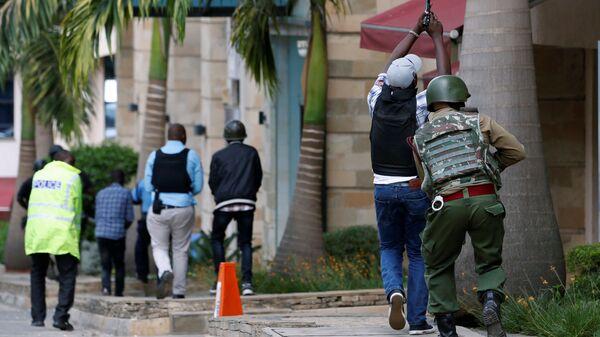 Полиция на месте взрыва в гостиничном комплексе Dusit в Найроби, Кения. 15 января 2019