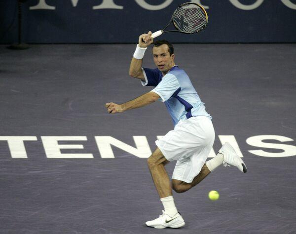 Радек Штепанек в матче итогового турнира в Шанхае против Роджера Федерера