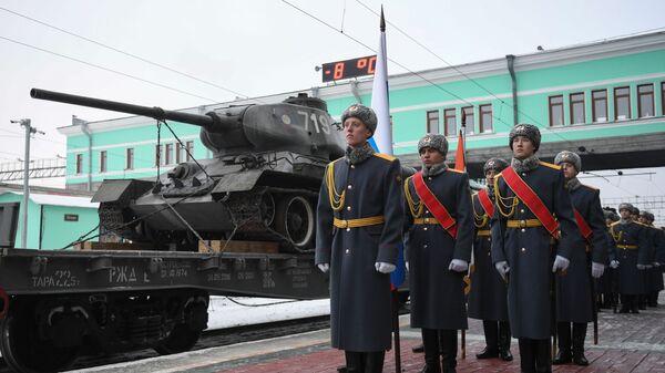 Почетный караул на торжественной церемонии встречи эшелона с танками Т-34 в Новосибирске. 16 января 2019