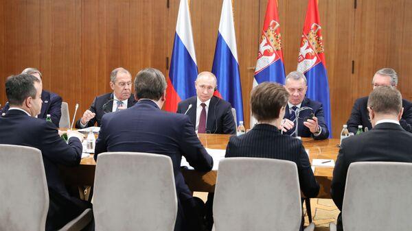 Президент РФ Владимир Путин во время российско-сербских переговоров в Белграде