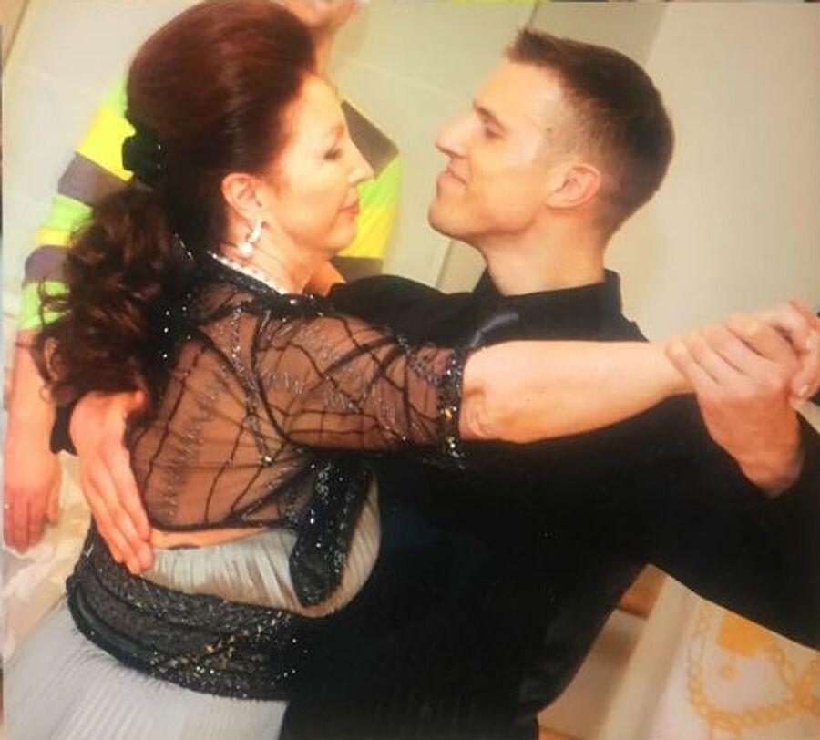 В 60 лет Лейла Адамян начала заниматься танцами