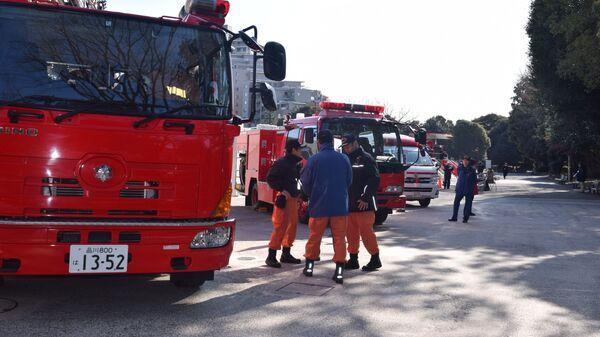 Смотр всей спасательной и пожарной техники на случай землетрясения в Токио, Япония