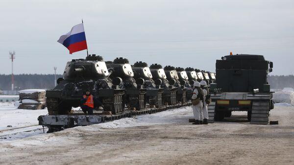 Эшелон с танками Т-34, прибывший в Наро-Фоминск