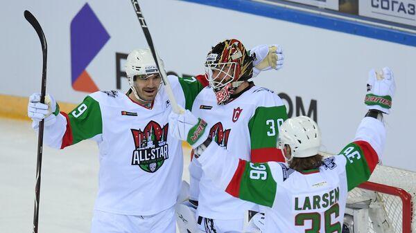 Игроки команды дивизиона Чернышева Ян Коларж, Игорь Бобков и Филип Ларсен (слева направо)