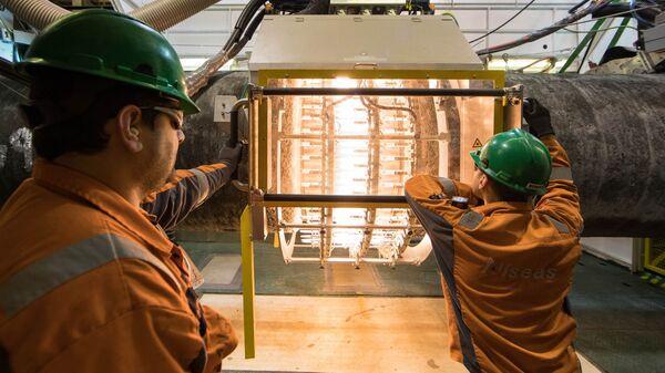 Работы по строительству трубопровода Северный поток — 2 на борту судна Audacia в Германии