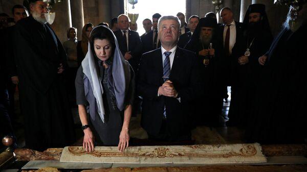 Президент Украины Петр Порошенко с супругой Мариной у Камня помазания в Храме Гробе Господня в Иерусалиме, Израиль. 21 января 2019