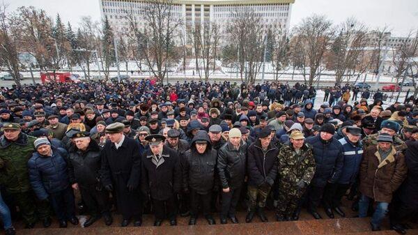 Граждане Молдавии, которые пришли объявить о создании Народно-патриотического движения в поддержку президента Игоря Додона
