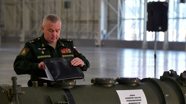 Начальник ракетных войск и артиллерии Вооруженных сил РФ генерал-лейтенант Михаил Матвеевский на брифинге министерства обороны РФ по ракете 9М729