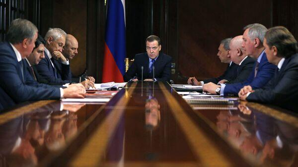 Председатель правительства России Дмитрий Медведев проводит совещание по вопросу развития Роскосмоса. 23 января 2019