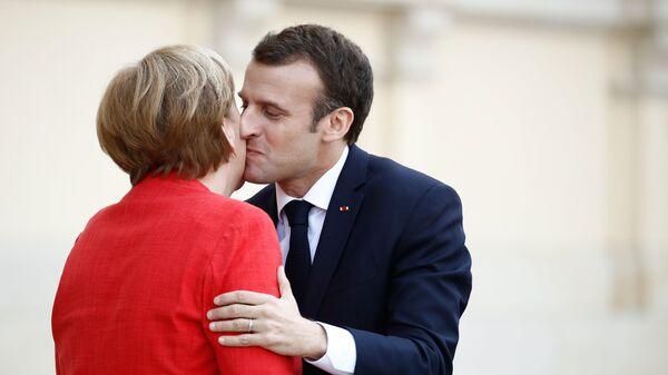 Совсем Ахенели. Меркель и Макрон сочинили себе историю