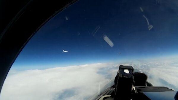 Кадры перехвата российским Су-27 самолета ВВС Швеции