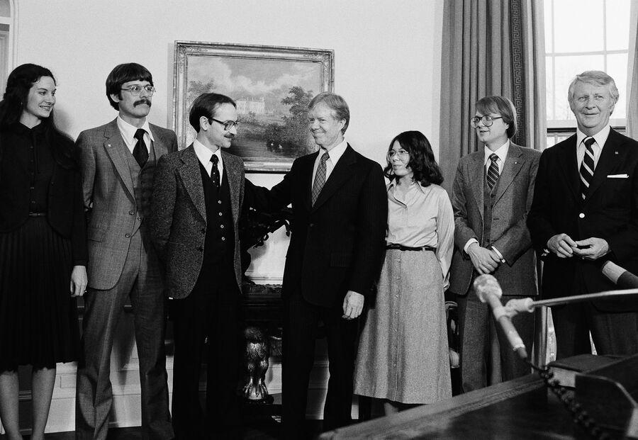 Встреча вывезенных из Ирана шести американских дипломатов с президентом США Джимми Картером в Белом доме. 2 февраля 1980 года