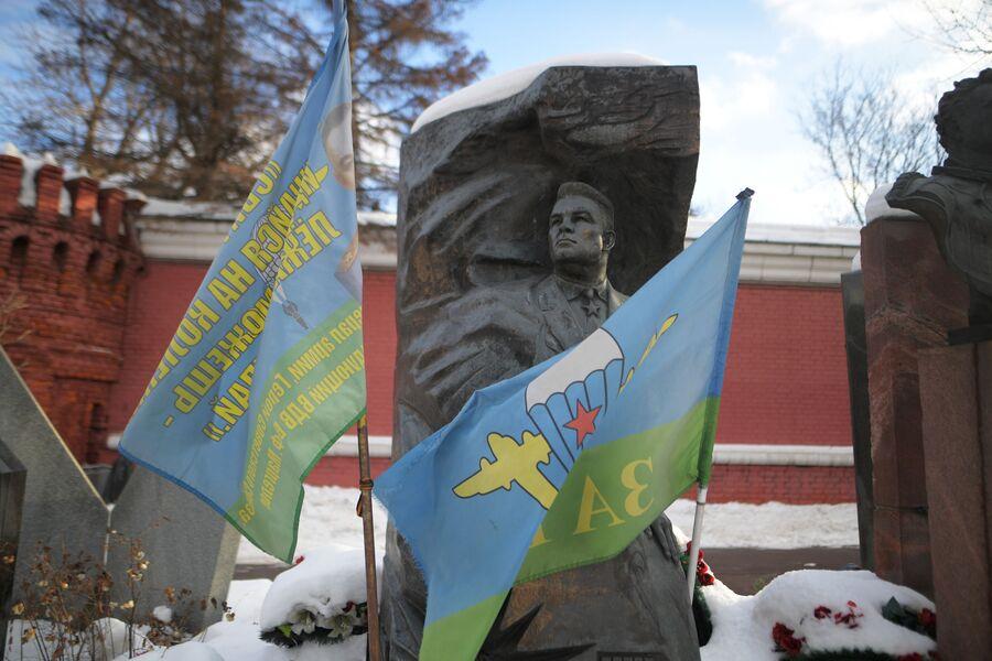 Памятник В. Ф. Маргелову на Новодевичьем кладбище